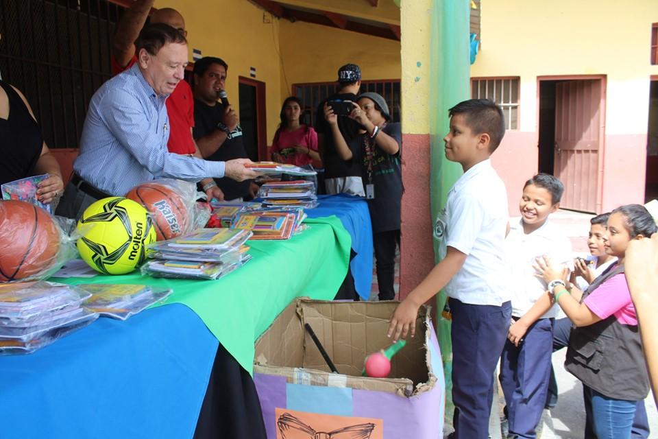 Realizan campaña educativa «Desarmados y educados» en centro educativos de Comayagua