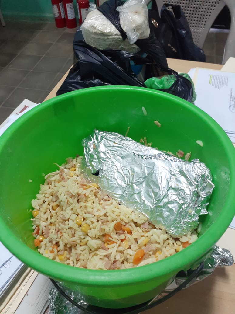 En arroz con pollo intentan ingresar celular en centro penitenciario