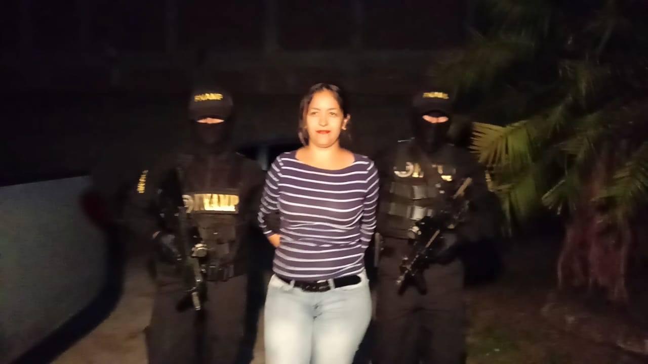 """En posesión de marihuana la FNAMP le dio captura a la Reina del Sur dedicada a la venta y distribución de droga en el bar """"Los Maniáticos"""""""