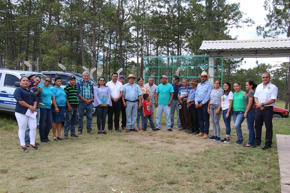 Alcalde de Siguatepeque entregó proyecto de electrificación en la comunidad de  La Tigra
