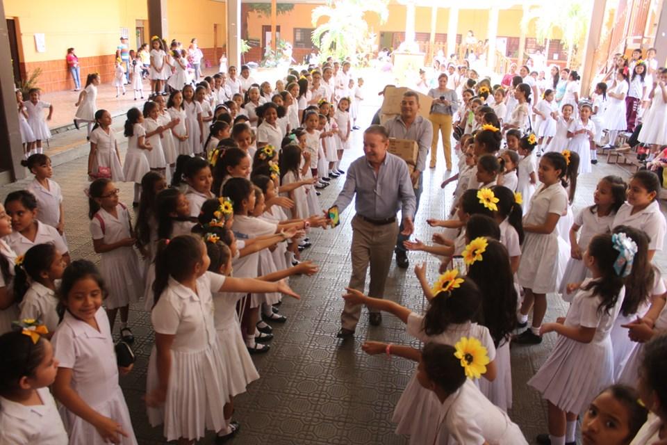 Alcalde Carlos Miranda celebró 140 años de fundación de la escuela Rosa Valenzuela
