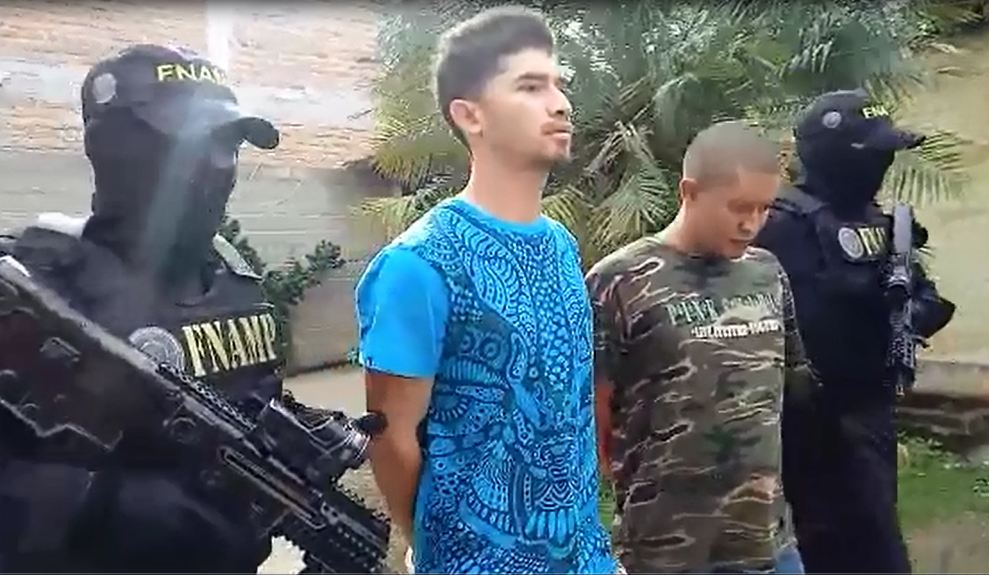 FNAMP detiene en posesión de marihuana a dos miembros de la Mara Salvatrucha MS 13 dedicados a la venta y distribución de drogas en la aldea Las Flores, Villa de San Antonio