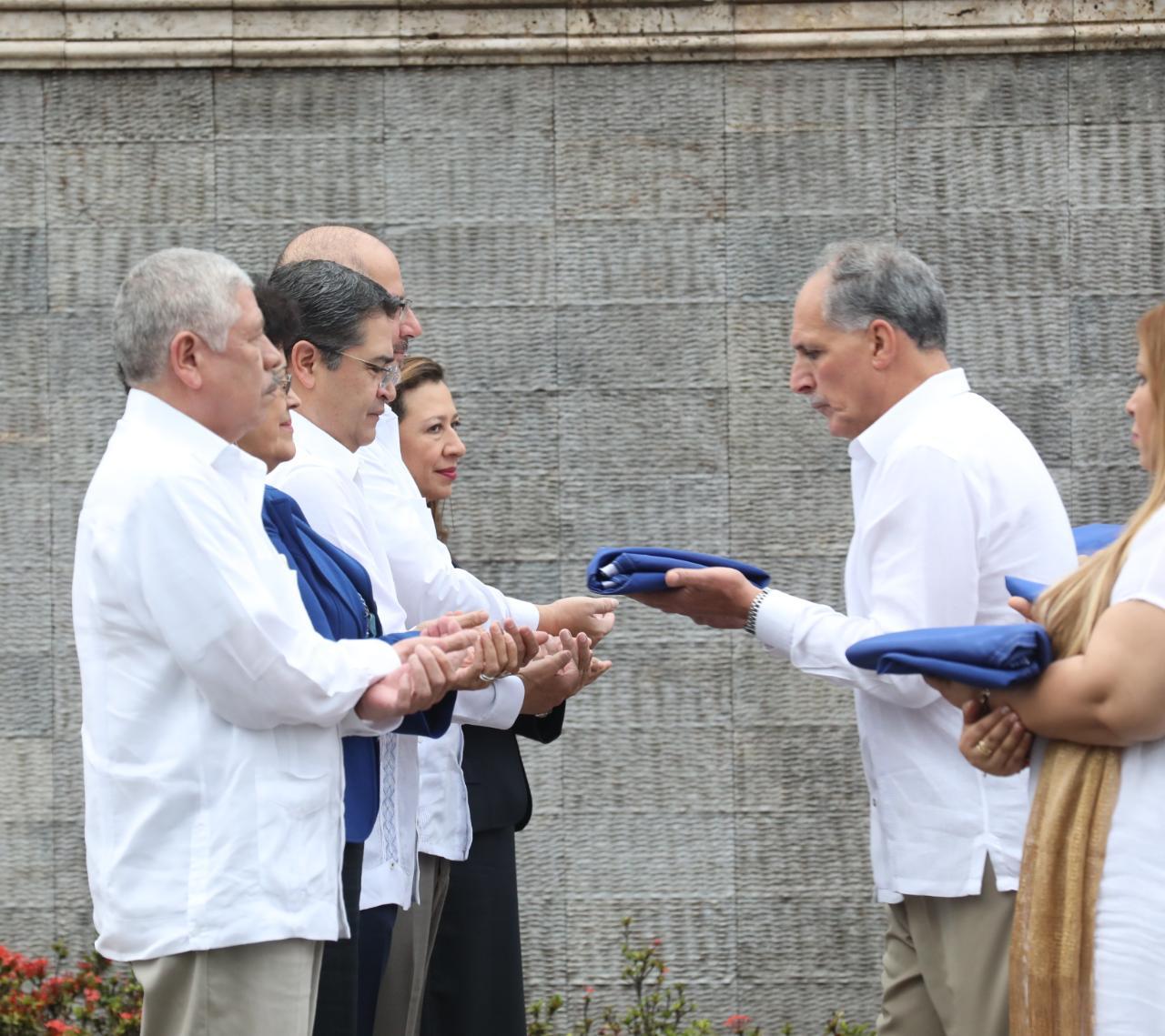 Presidente Hernández encabezó el desfile patrio en la capital de Honduras