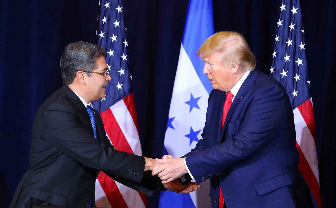 """Donald Trump al presidente Hernández: """"Quiero felicitarte porque has hecho un trabajo fantástico"""" – """"Nosotros vamos a estar contigo y vamos a trabajar juntos"""", le expresa el presidente de EEUU a su homólogo hondureño"""