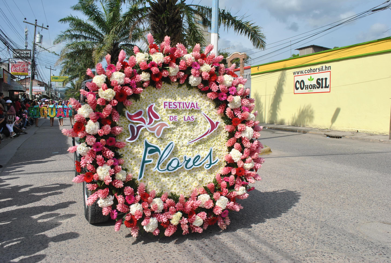 Todo un éxito desfile de carrozas de la quinta edición de Festival de Las Flores en Siguatepeque