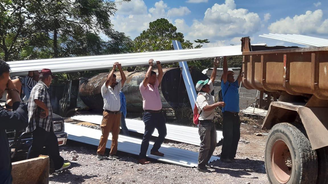 Alcalde de Siguatepeque entregó materiales para construcción de  iglesia en La Laguna No. 2