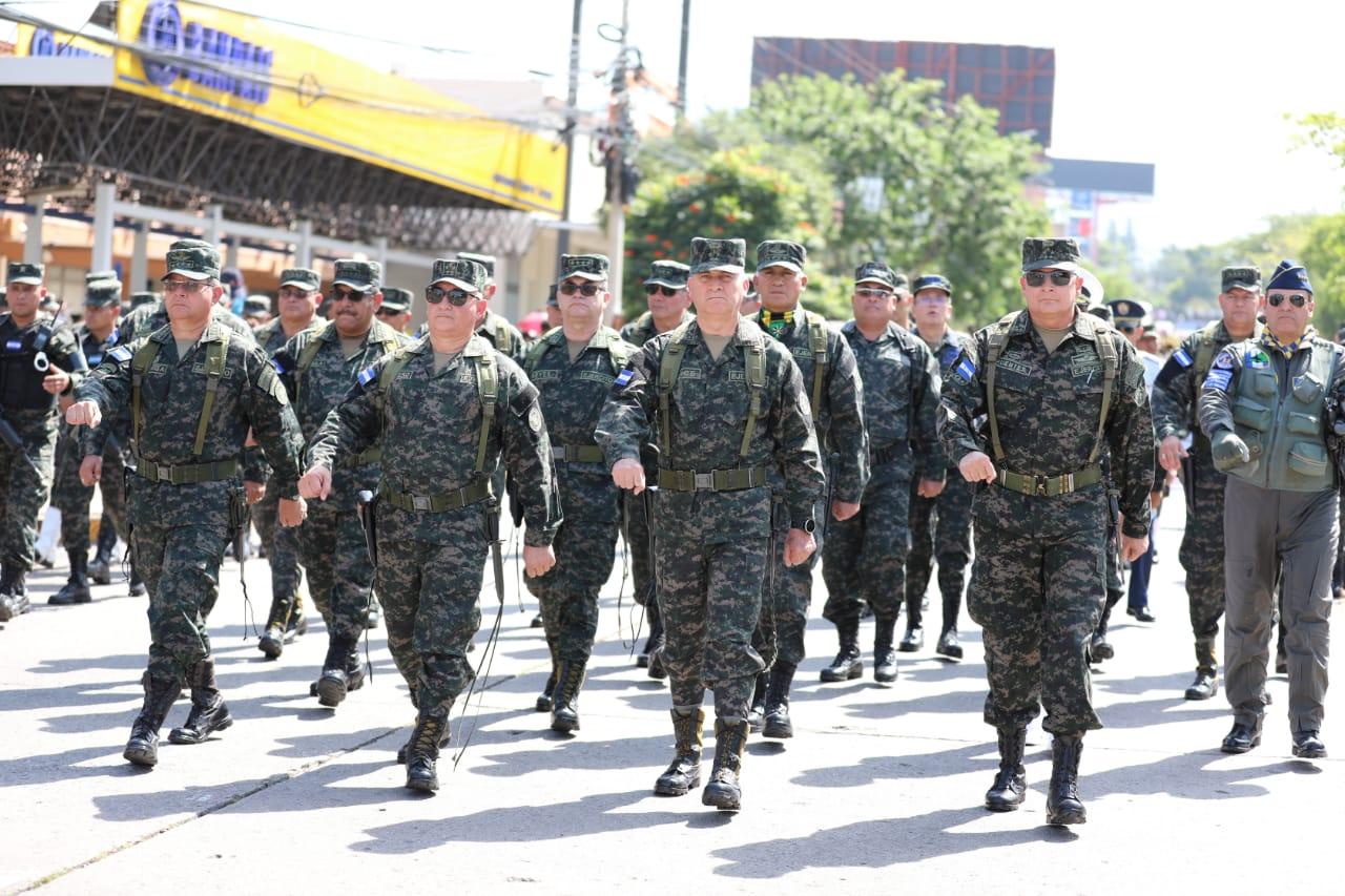 Realizan desfile en conmemoración del Día de las Fuerzas Armadas de Honduras