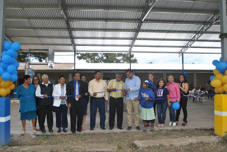 Gobierno local de Siguatepeque inauguró techado de cancha multiusos en el CEB Ernestina Flores