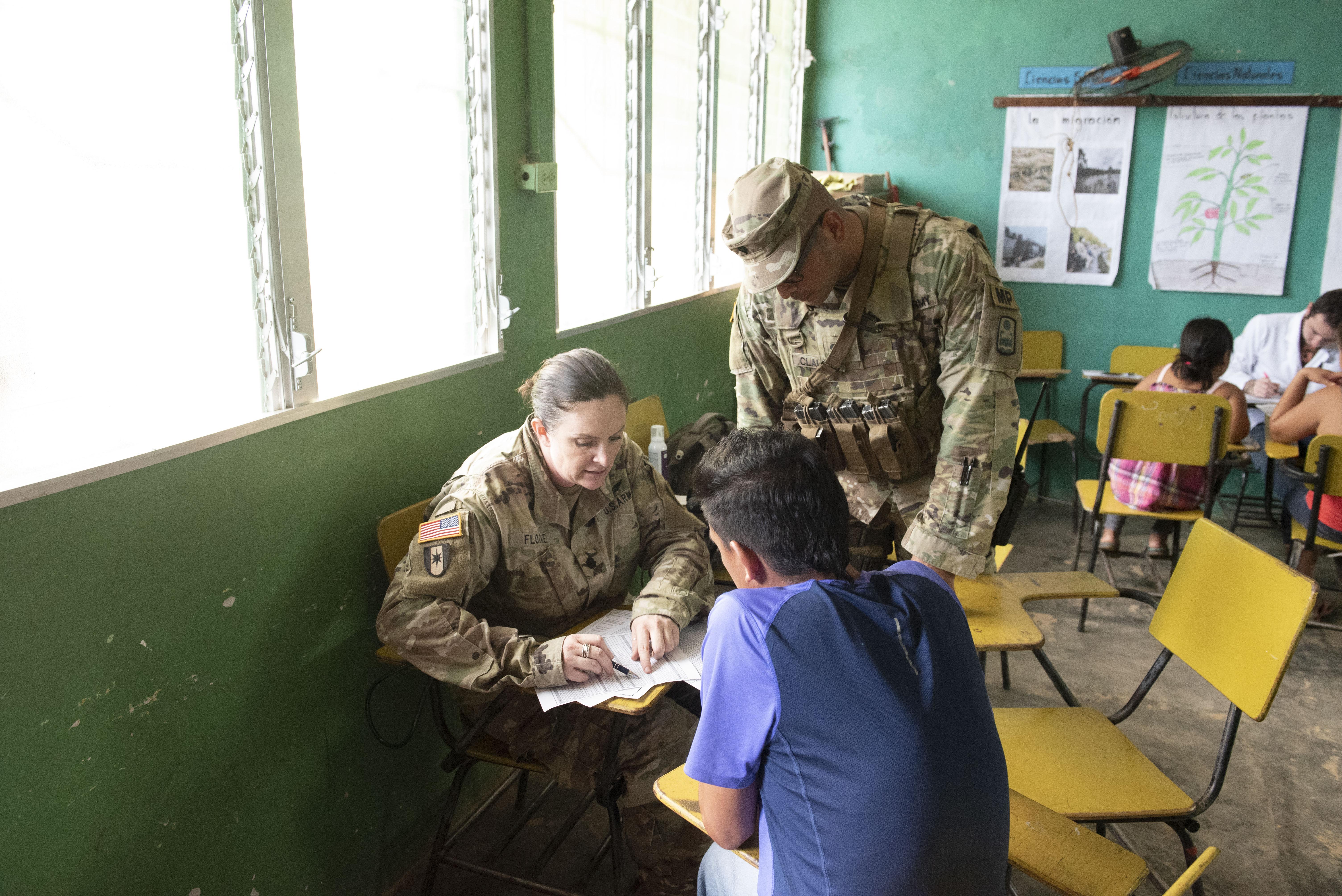 Militares estadounidenses realizan misión médica en Cortés