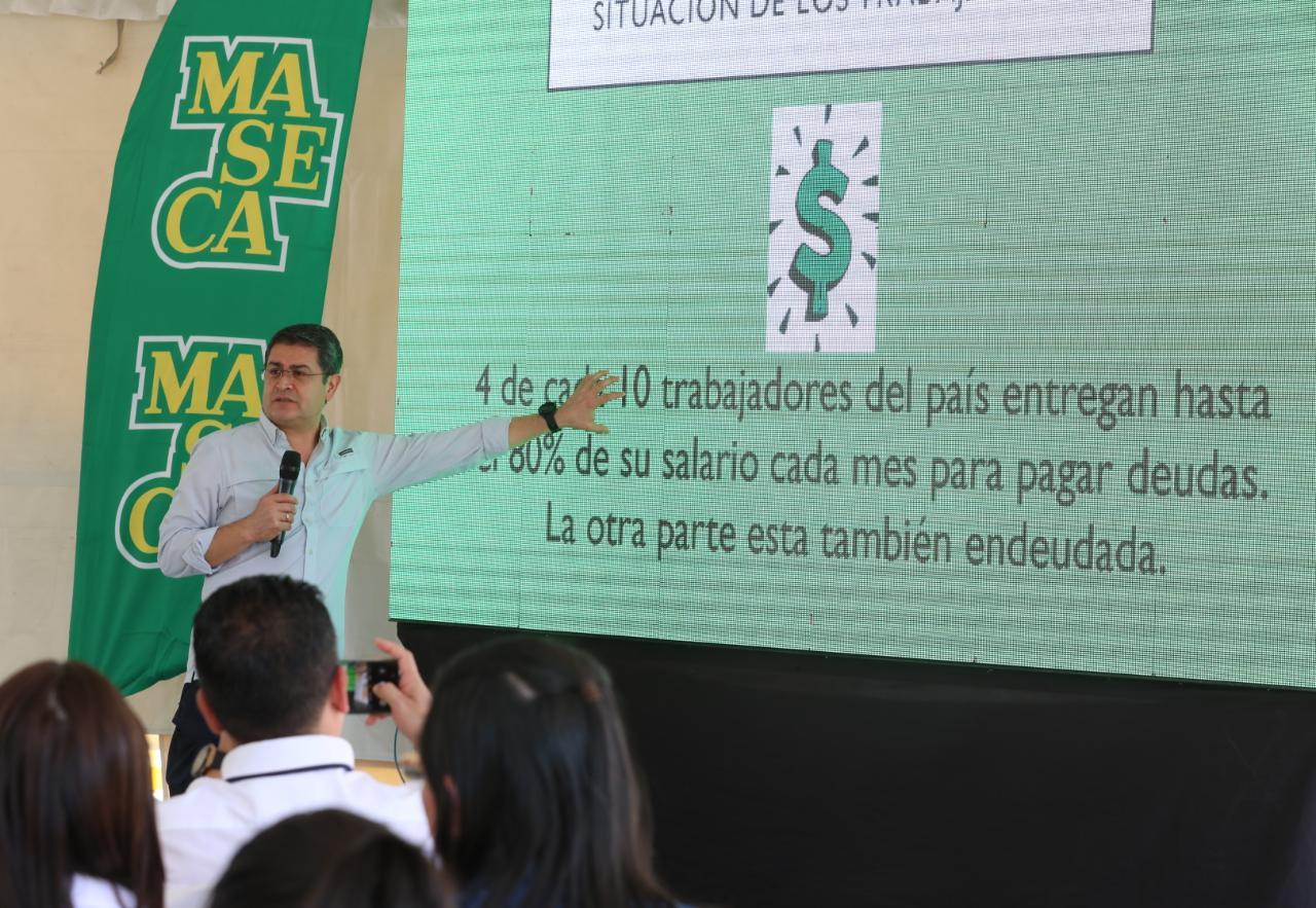 Presidente Hernández socializa la Ley de Alivio de Deudas con empleados de Derivados del Maíz de Honduras