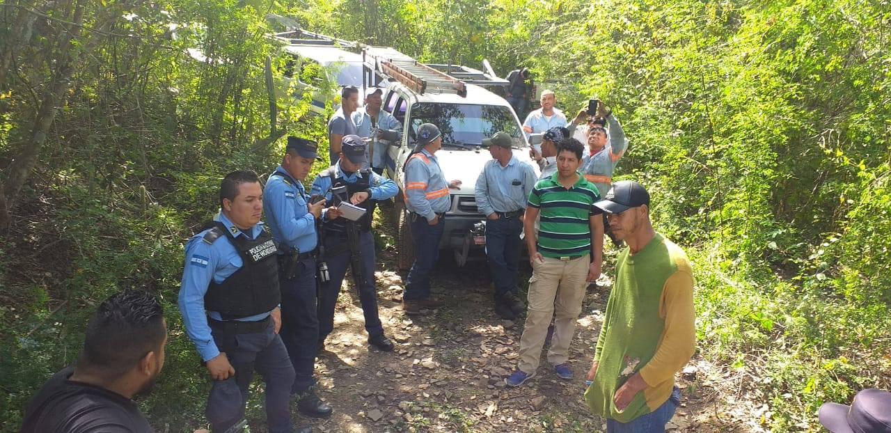 Policía Nacional logra resolución de conflicto entre propietario de predio y técnicos de la ENEE