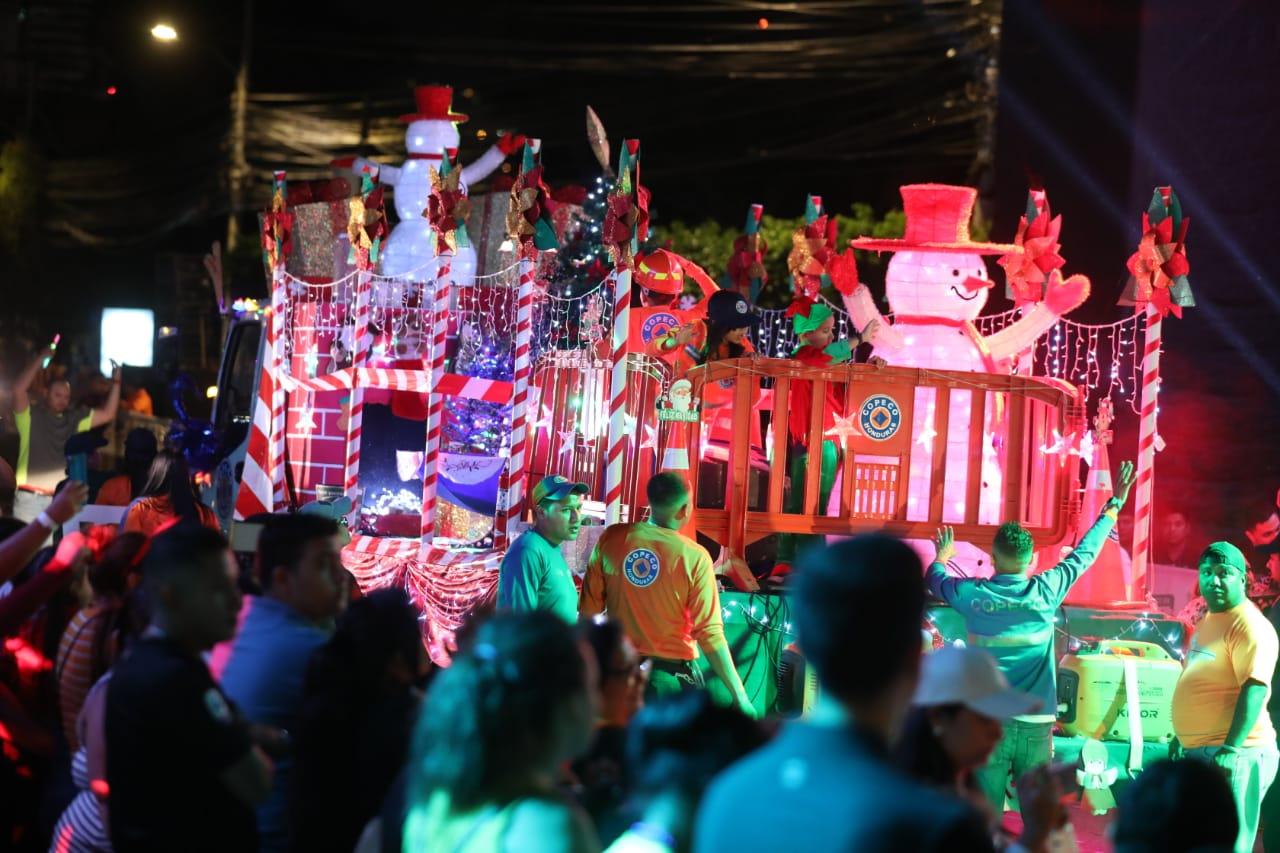 Arrancó la Navidad Catracha con desfile de carrozas en Tegucigalpa