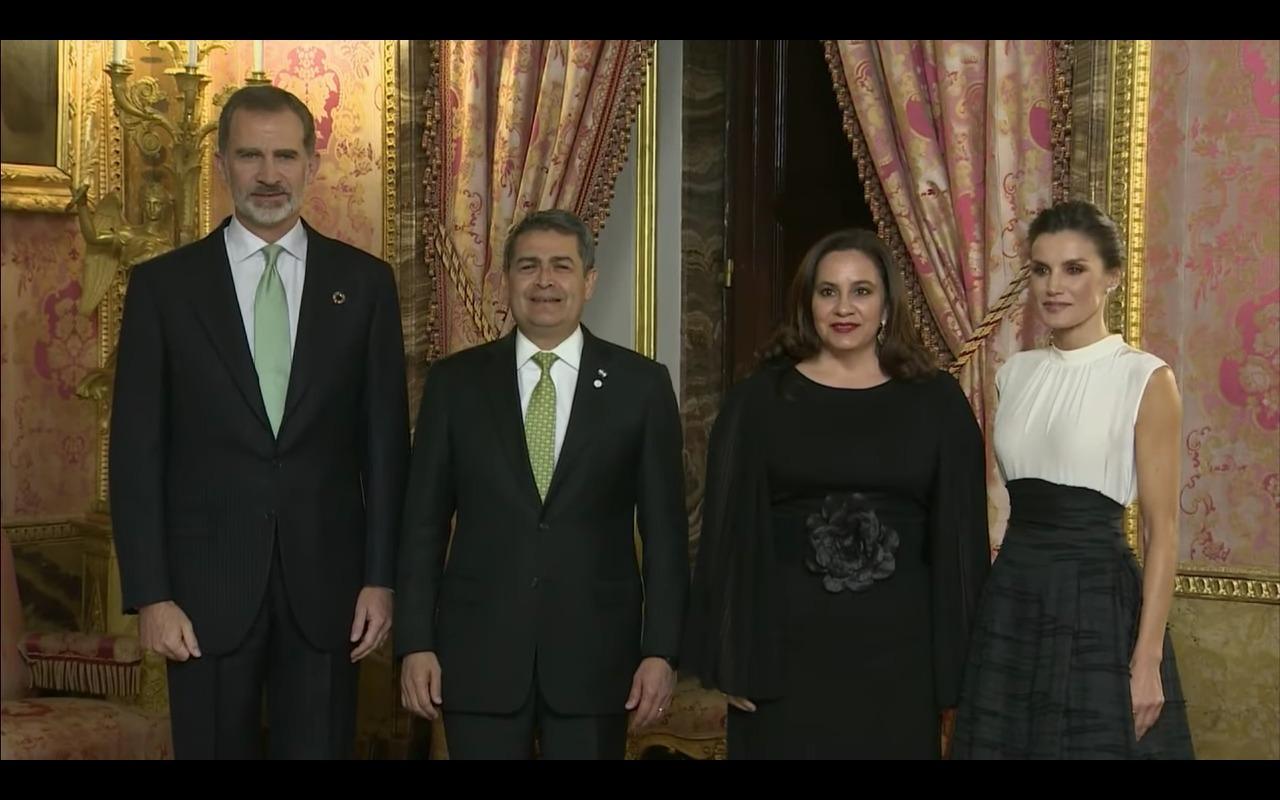 Los reyes de España reciben a la pareja presidencial de Honduras