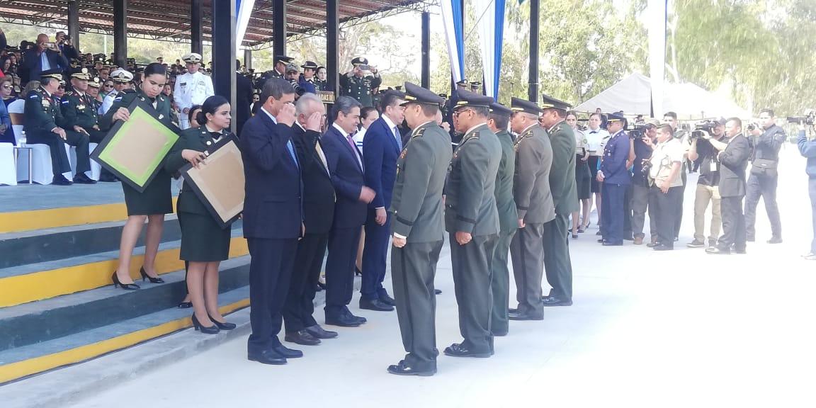 Con honores militares, causan baja 27 oficiales de la XXI Promoción de las Fuerzas Armadas de Honduras
