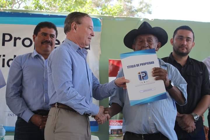 Entregan 547 títulos de propiedad en Comayagua