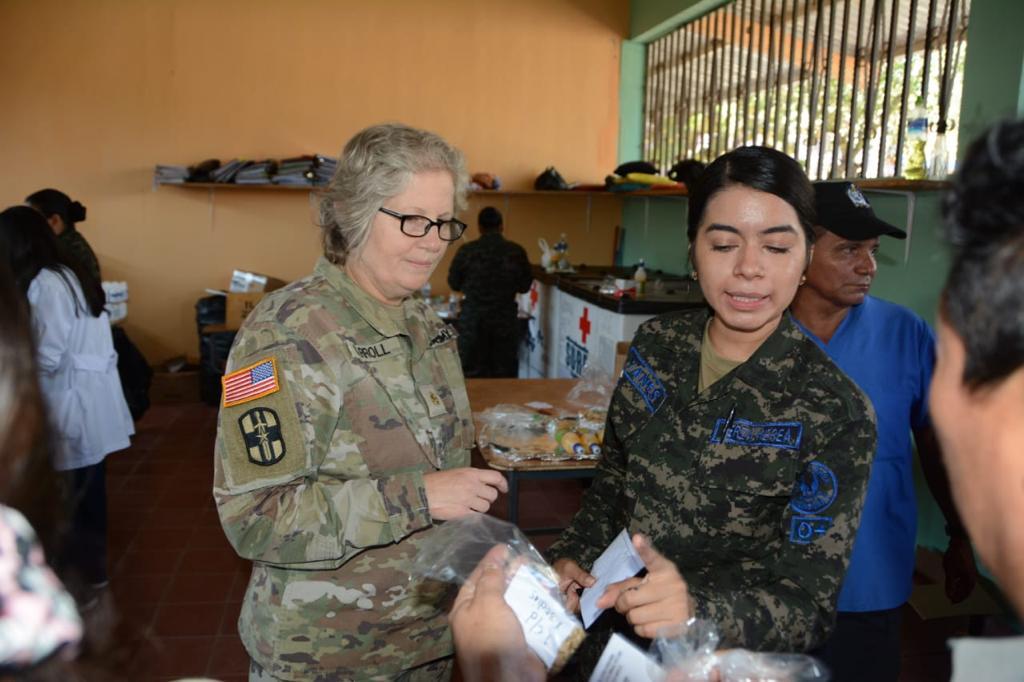 Militares estadounidenses en Soto Cano apoyaron feria del Ministerio de Salud en Comayagua