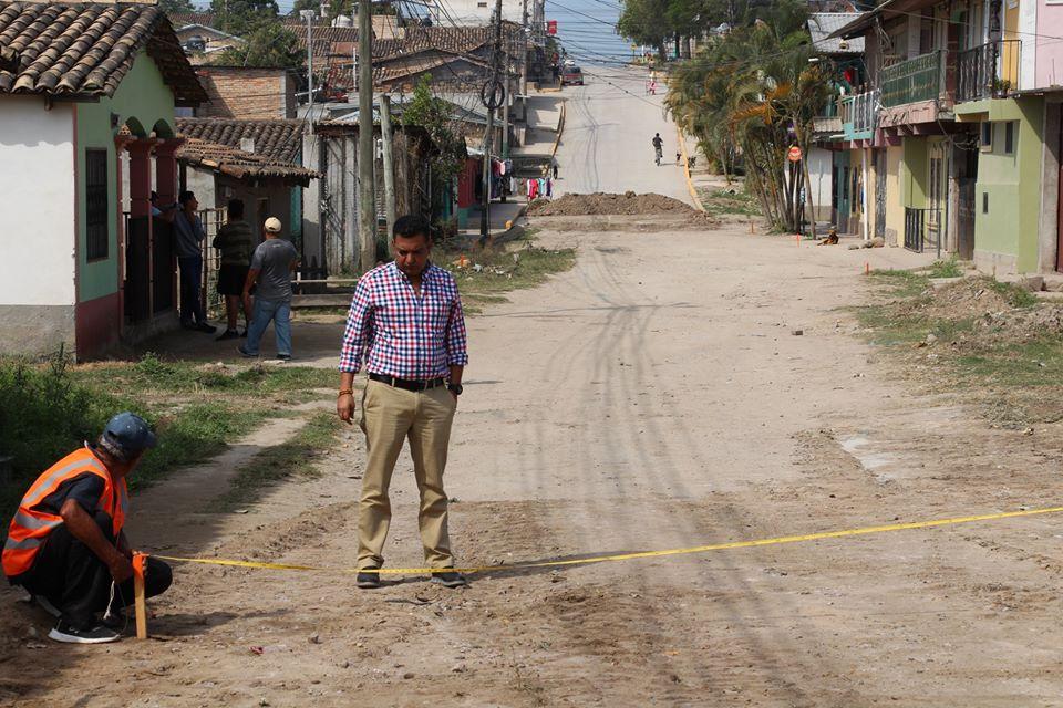 Inicia proyecto de pavimentación en el barrio El Parnaso
