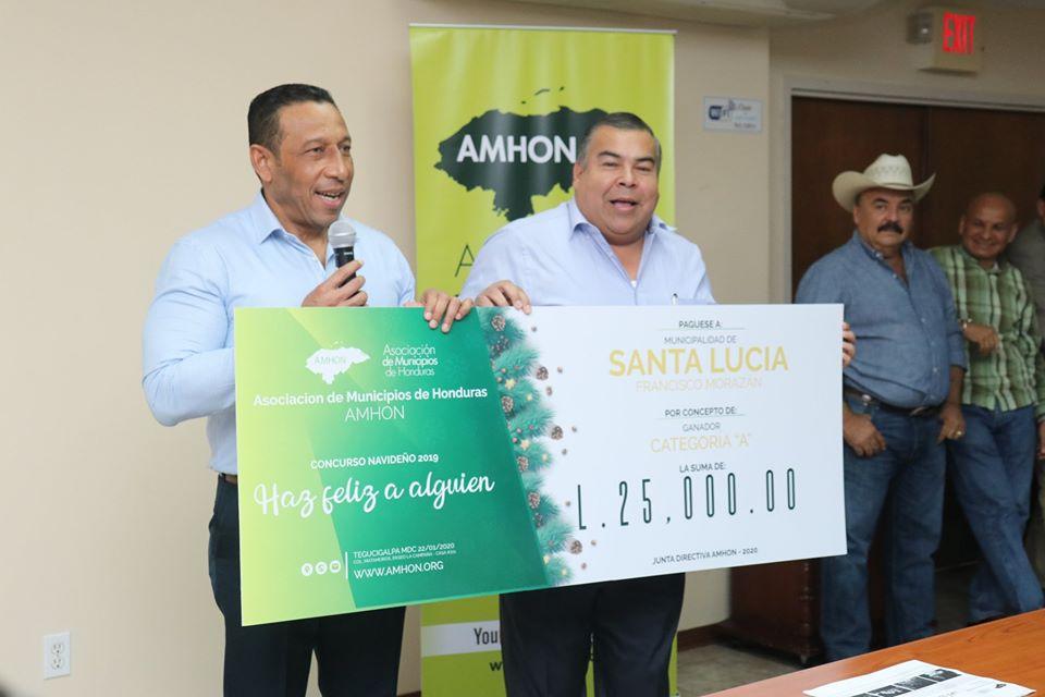 """AHMON premia a las alcaldías ganadoras del concurso navideño, """"Haz Feliz a Alguien""""."""