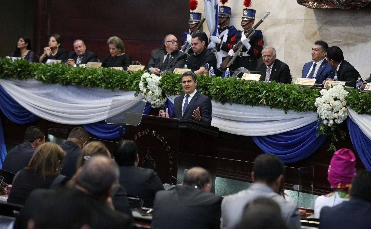 Presidente Hernández exhorta a diputados del Congreso Nacional a usar calzado hondureño