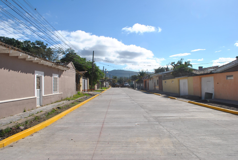 Vecinos del barrio San Miguel cuentan con dos cuadras de pavimento