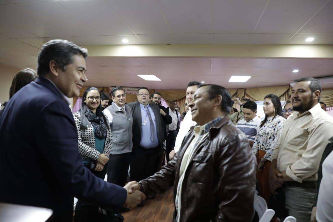 Presidente Hernández sostiene conversatorio con titulares de Centros de Desarrollo Empresarial