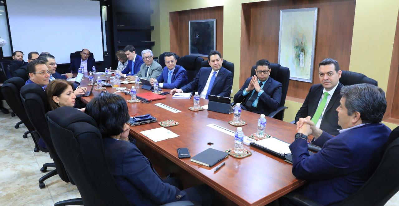 Presidente Hernández revisa con Ahiba los avances en aplicación de Ley de Alivio de Deuda
