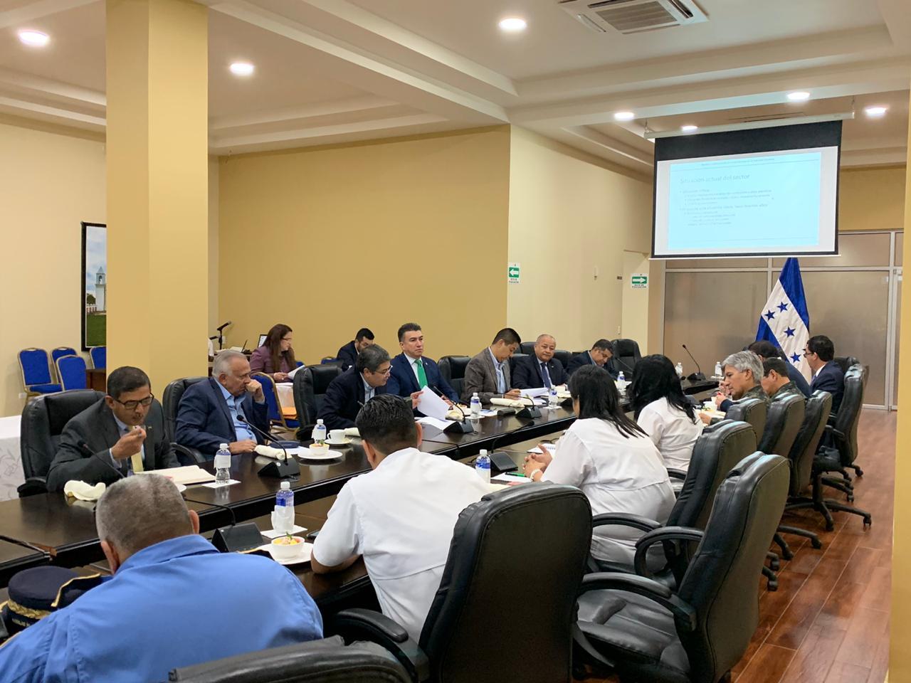 Mandatario de Honduras se reune con  el Consejo Nacional de Defensa y Seguridad para la implementacion de la Ley del sector Energético