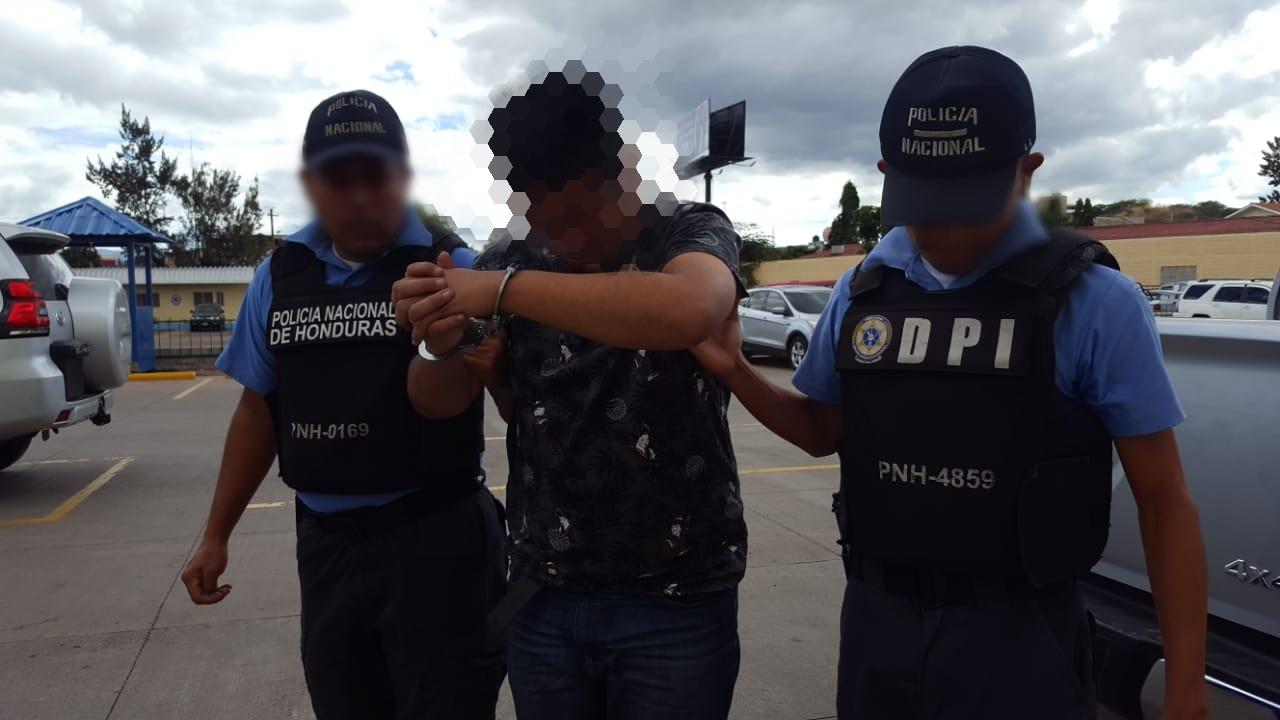 Tras operativo sospechoso de pornografía infantil es arrestado por la Policía
