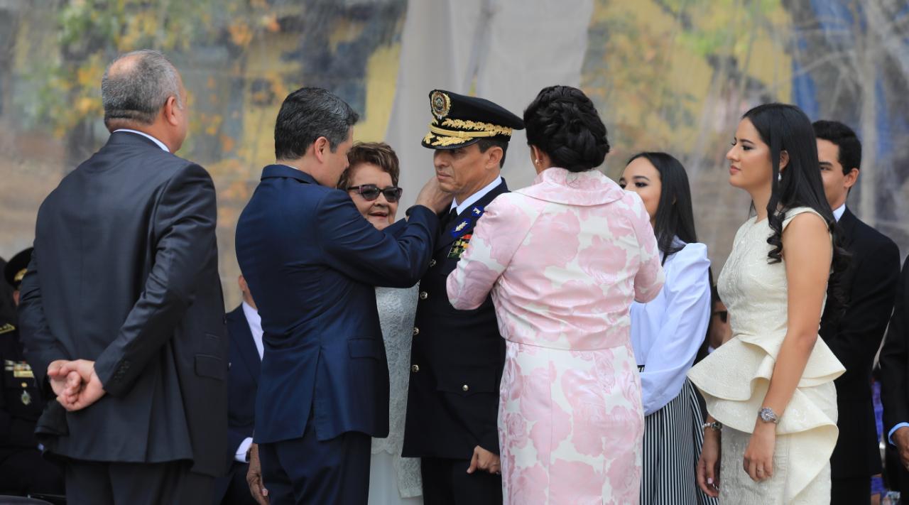 En el marco del 138 aniversario de la Policía Nacional, el presidente Juan Orlando Hernández participa hoy en la ceremonia de ascenso de 128 oficiales.