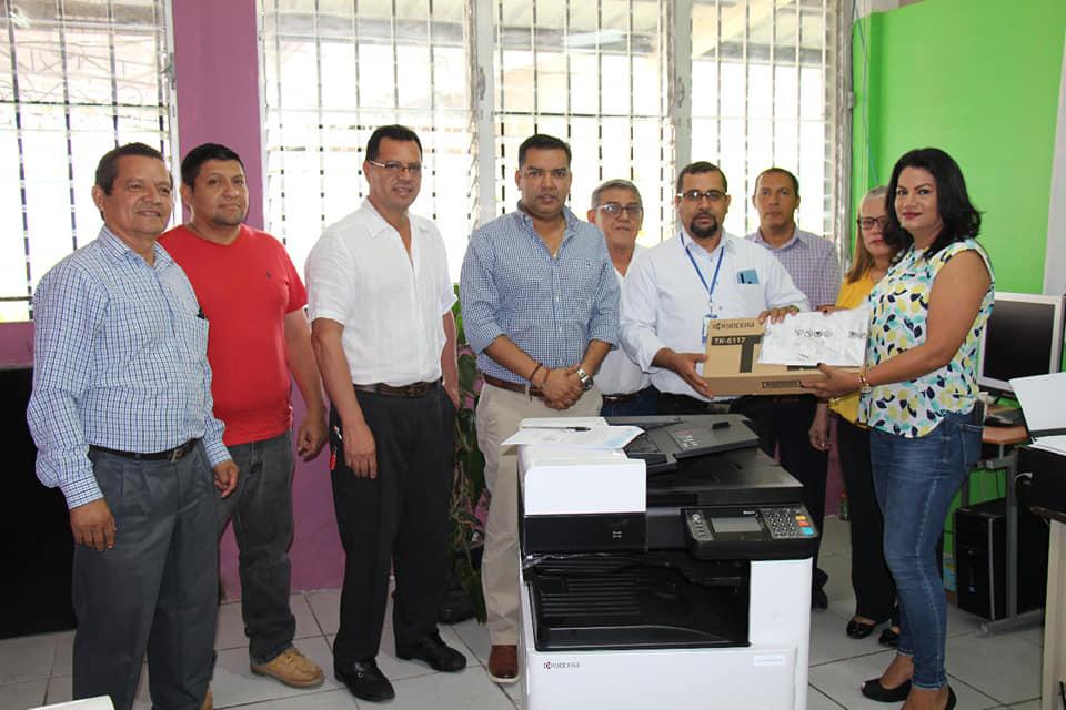 Gobierno local de Siguatepeque entregó fotocopiadora a sistema educativo  de la zona