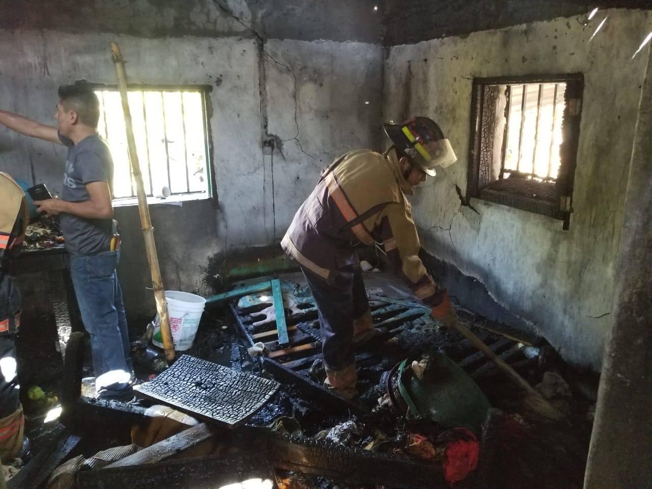 Incendio consume casa en aldea de Potrerillos en Siguatepeque