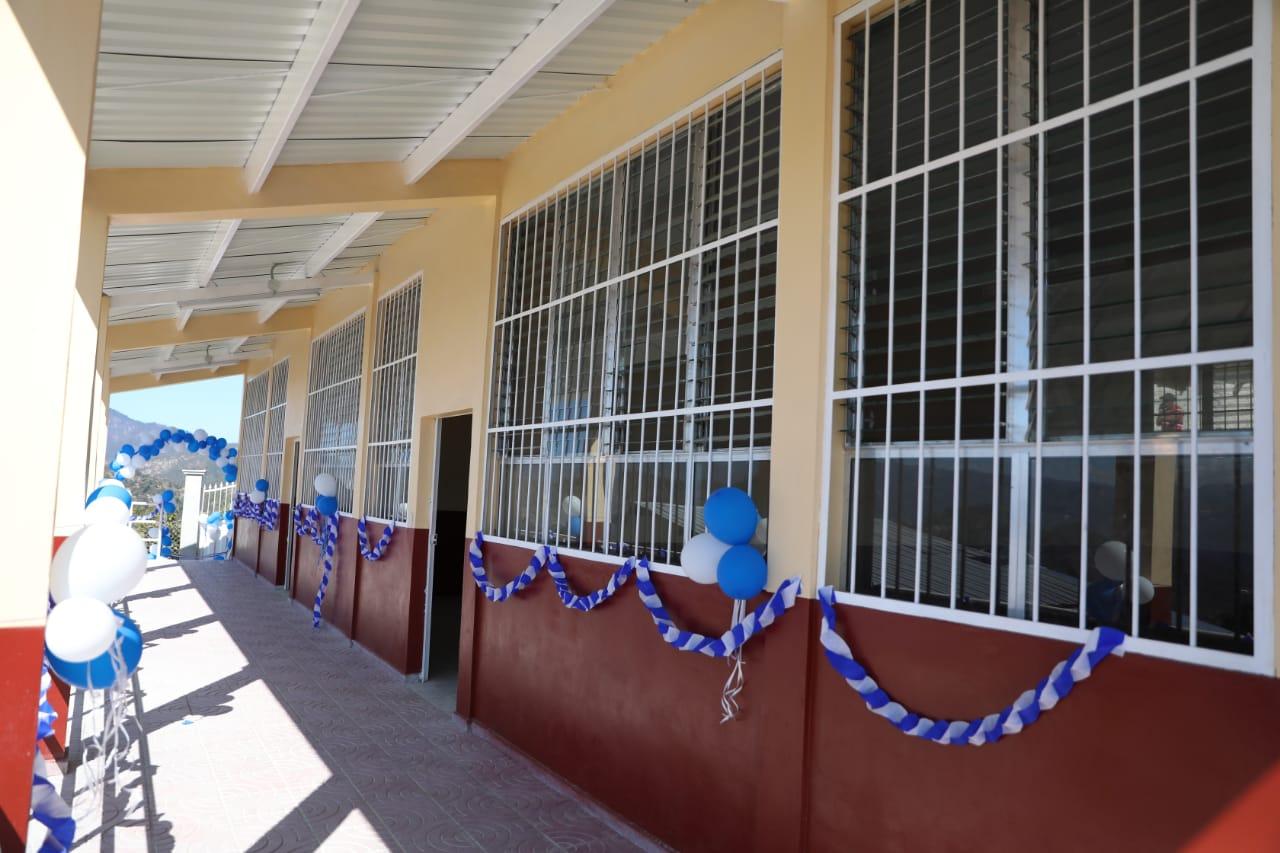 Inauguran modernas aulas en Centro de Educación Básica Luis Andrés Zúñiga de San Manuel Colohete