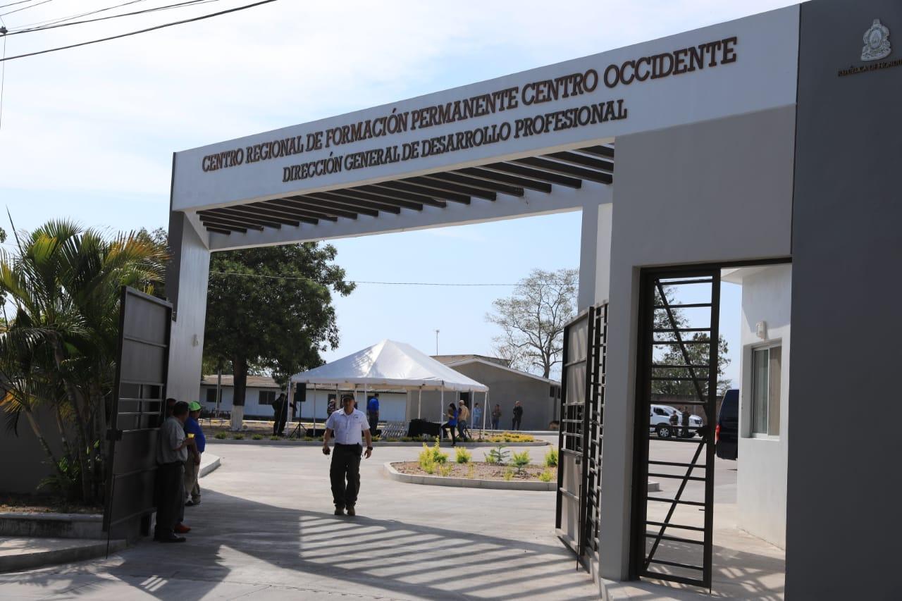 Más de 16.000 docentes se capacitarán en centro de formación de La Paz