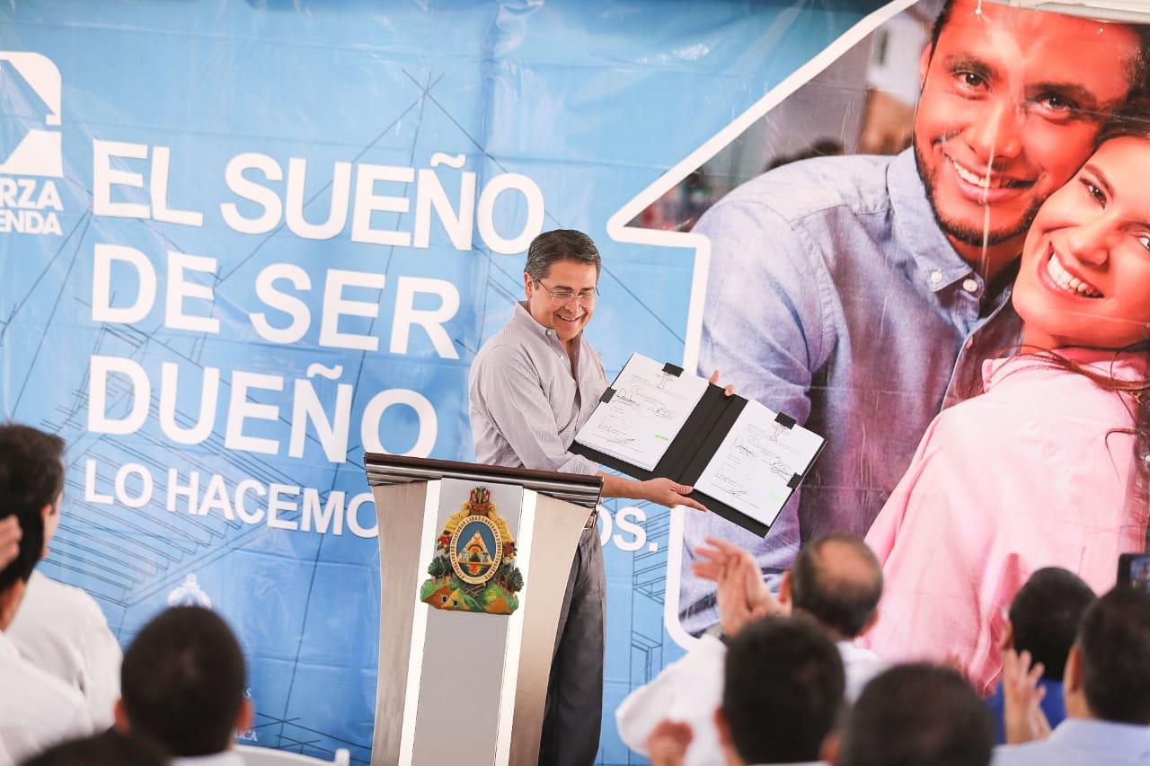 Presidente Hernández sanciona Ley de Vivienda y Asentamientos Humanos