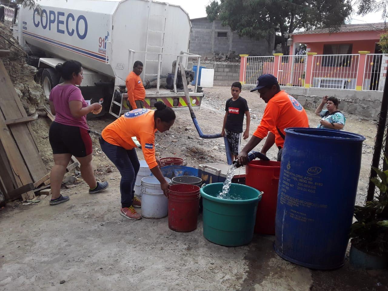 Más de 795 mil galones de agua ha entregado el gobierno en hogares capitalinos