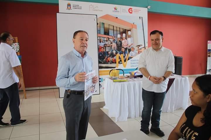 Diputado Dario Banegas imparte taller de caricaturas a niños escolares de Comayagua