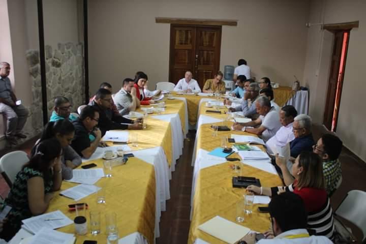 Gobierno local de Comayagua y CCICOM buscan estrategias para regular permisos de bebidas alcohólicas