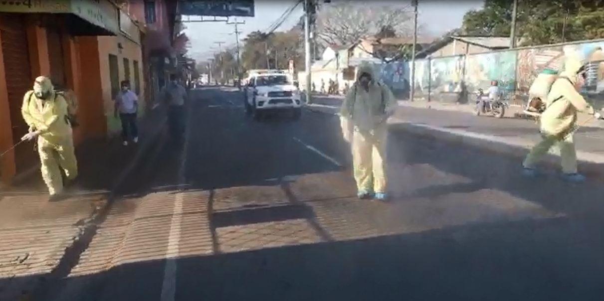 Desinfectan calles y avenidas de la ciudad de Siguatepeque
