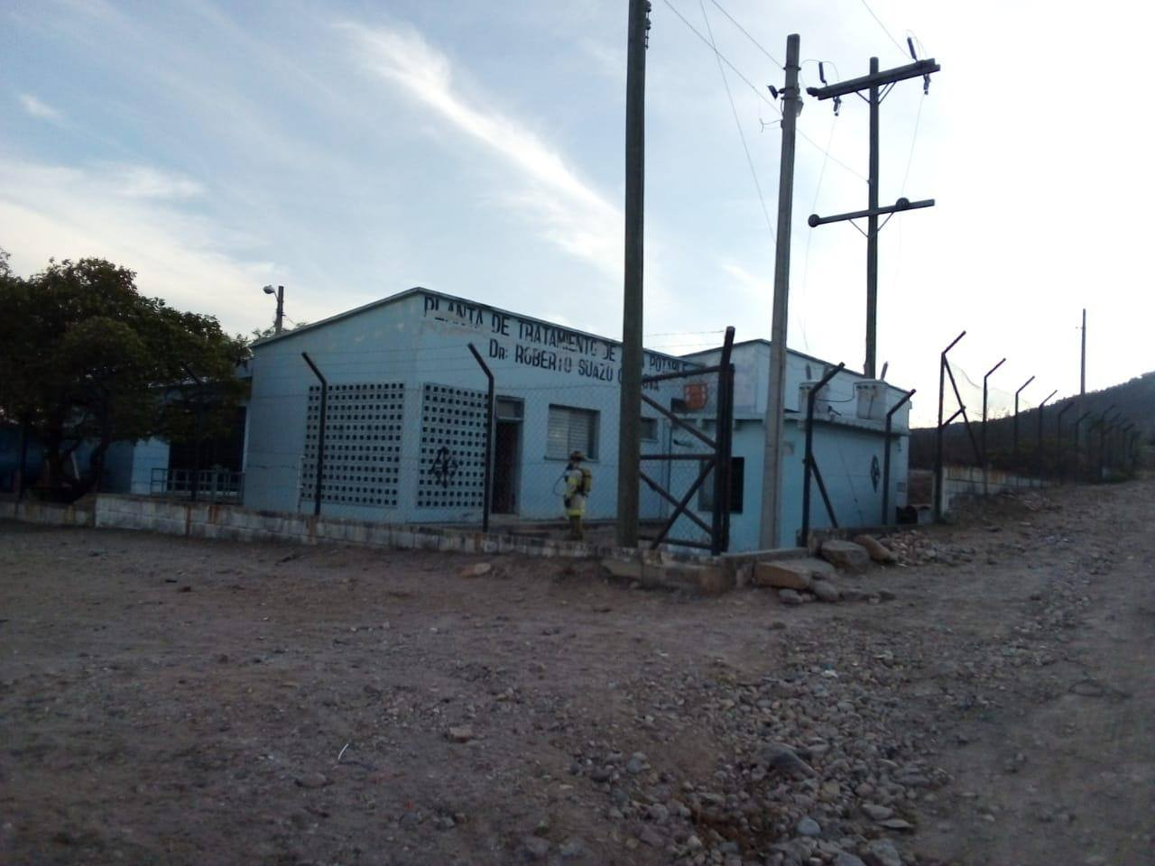 Bomberos controlan fuga de gas cloro en La Paz