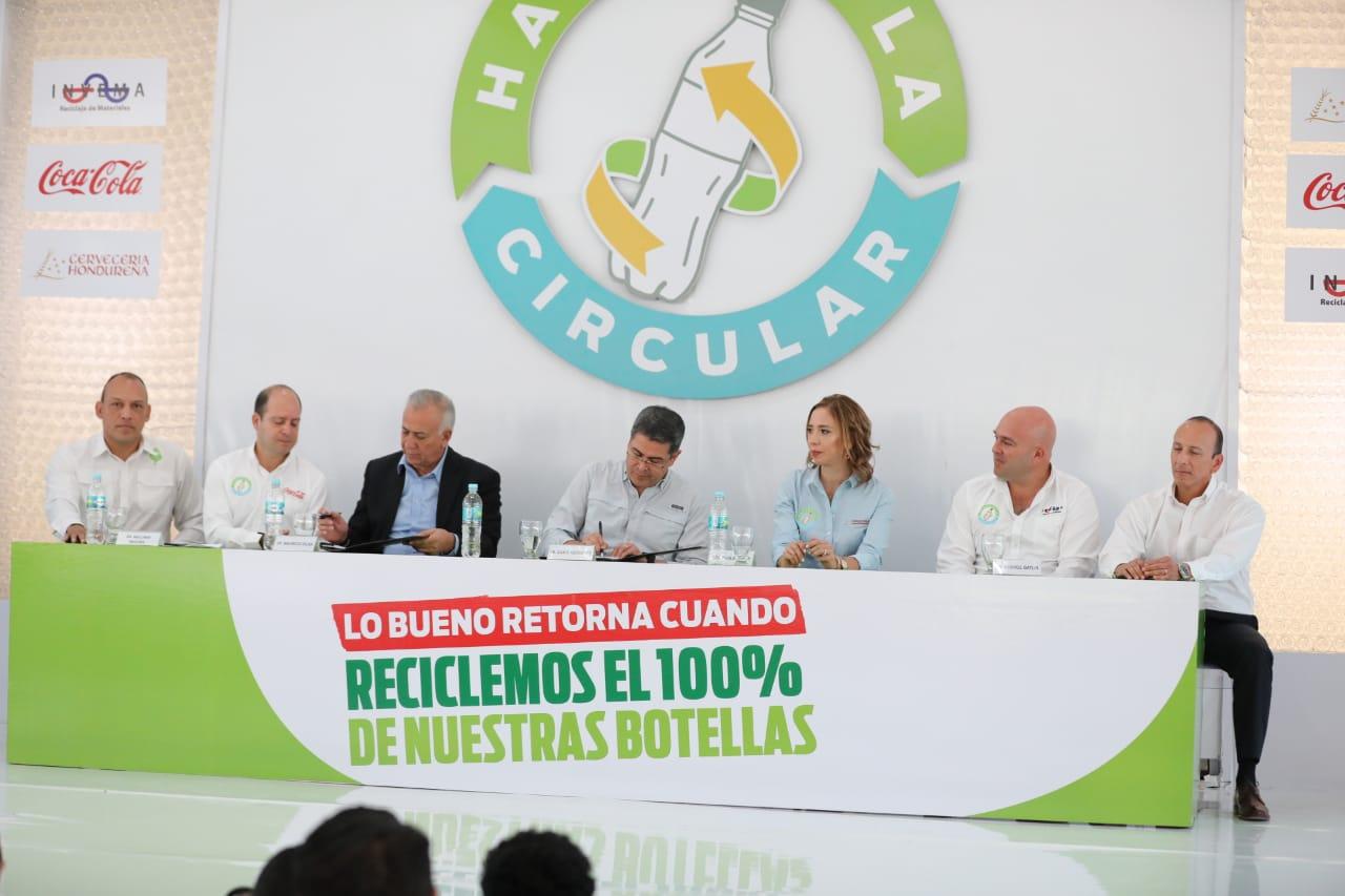 Presidente Hernández respalda campaña de reciclaje de Cervecería Hondureña