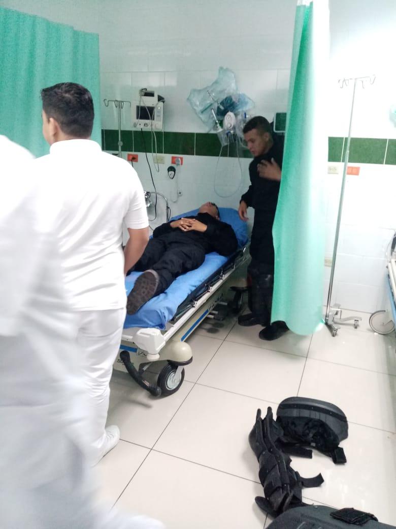 Cinco agentes resultaron heridos durante manifestación violenta en la capital