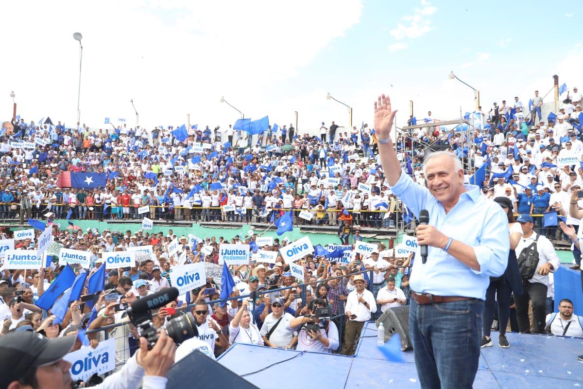 Mauricio Oliva presentó oficialmente su candidatura a la presidencia de la República