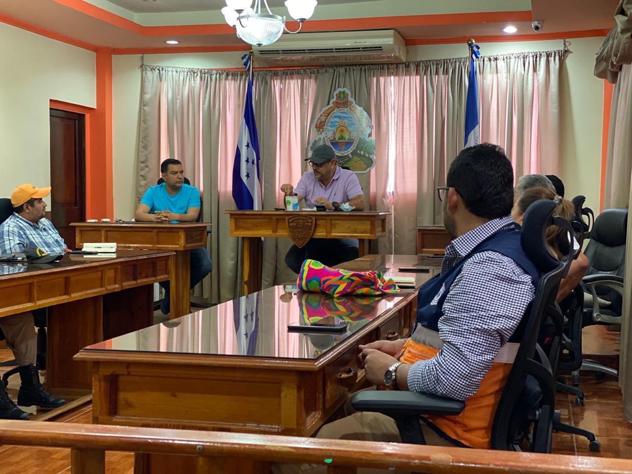 Secretario de Educación Arnaldo Bueso visita Centro de Operaciones de Emergencia COE, principales centros asistenciales de salud y asilos de ancianos en Comayagua