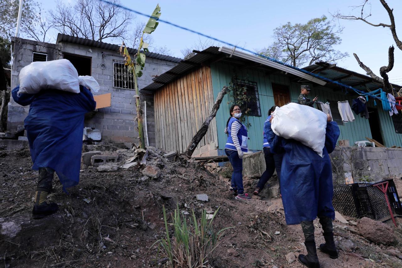 Honduras Solidaria cumple su segunda jornada: 6.200 hogares de Los Pinos se llenan de alegría y esperanza con entrega de alimentos por parte del Gobierno