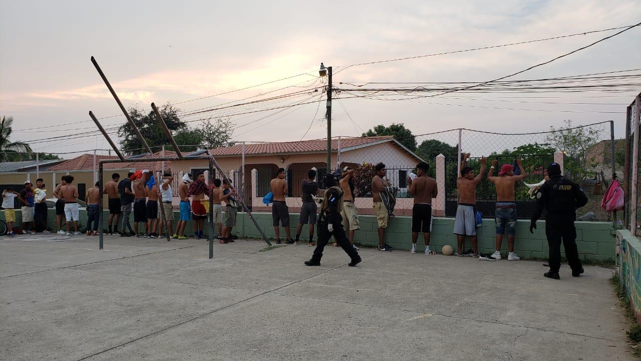 FNAMP requiere a varios ciudadanos por no acatar el toque de queda absoluto en Comayagua