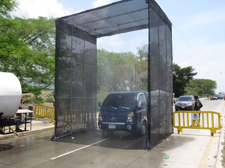 Inicia a funcionar arco sanitario instalado por alcaldía de Comayagua, ccicom y codem en la entrada de esta ciudad