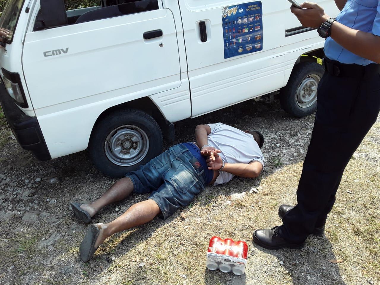 Sujeto es capturado por atentar contra policías en evidente estado de ebriedad