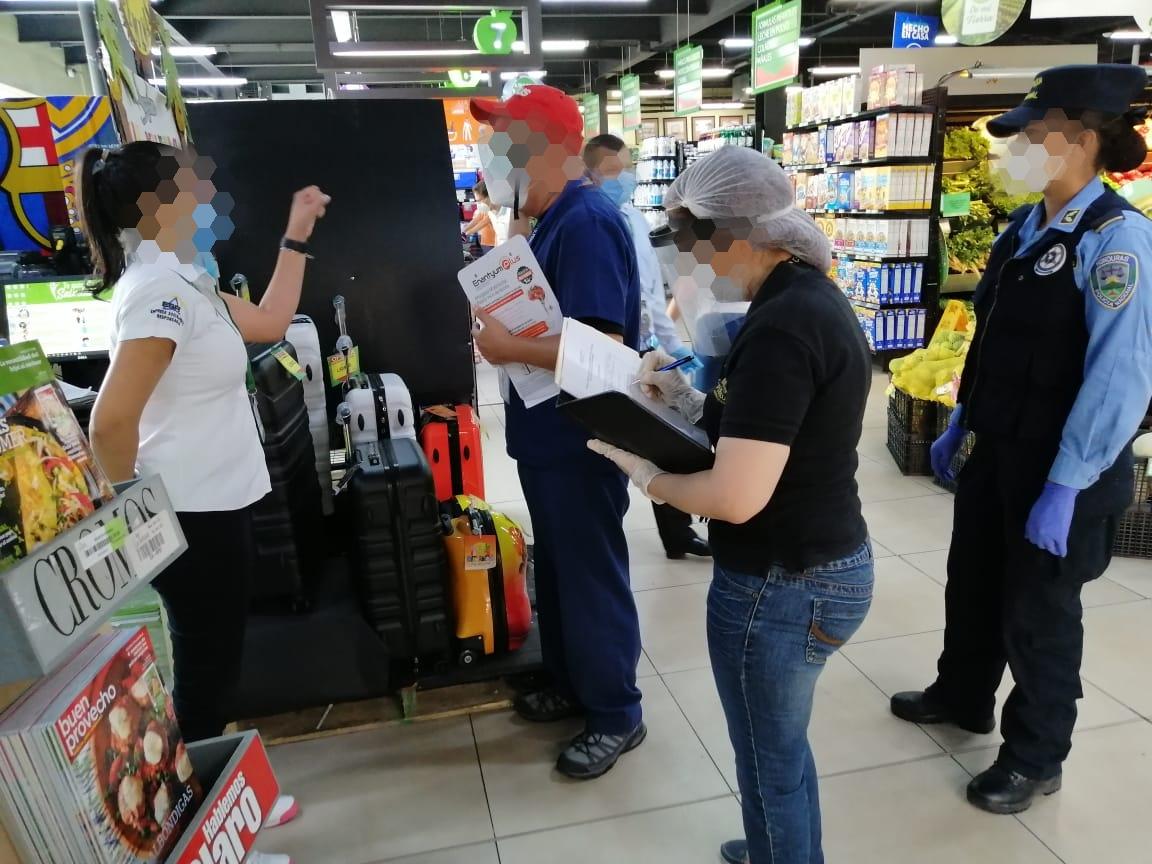 Policía realiza inspecciones en más de 15 supermercados y tiendas de conveniencia de la capital