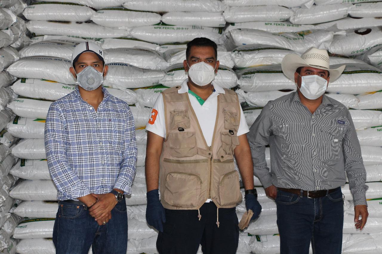 Entregan 8,800 sacos de abono a caficultores