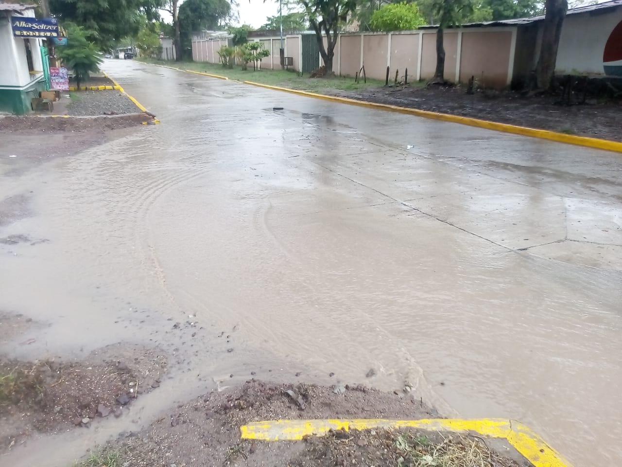 Sin drenajes varios proyectos de pavimento en Siguatepeque